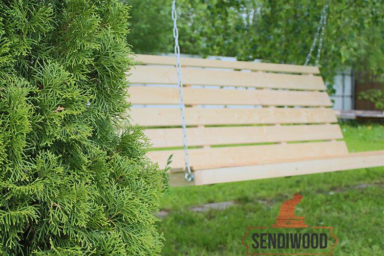 Деревянная лавка для садовых качелей